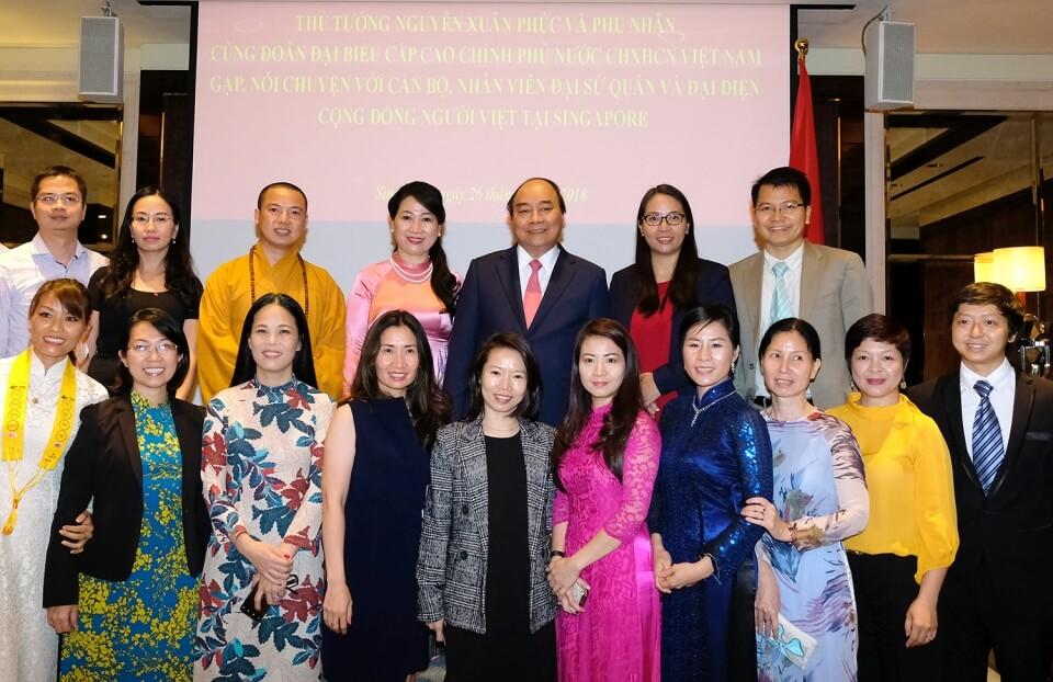 Thủ tướng gặp mặt đại diện cộng đồng người Việt Nam tại Singapore