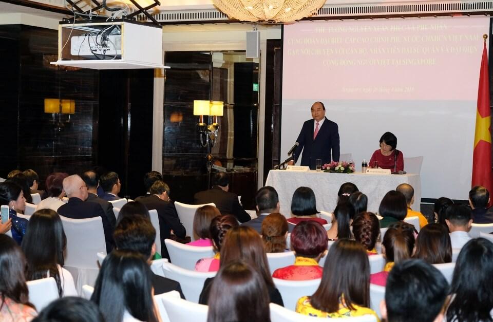 Thủ tướng và Phu nhân cùng cộng đồng người Việt tại Singapore