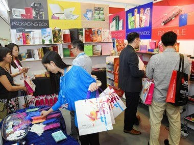 Vietnam's firms attend Singapore's gift fair