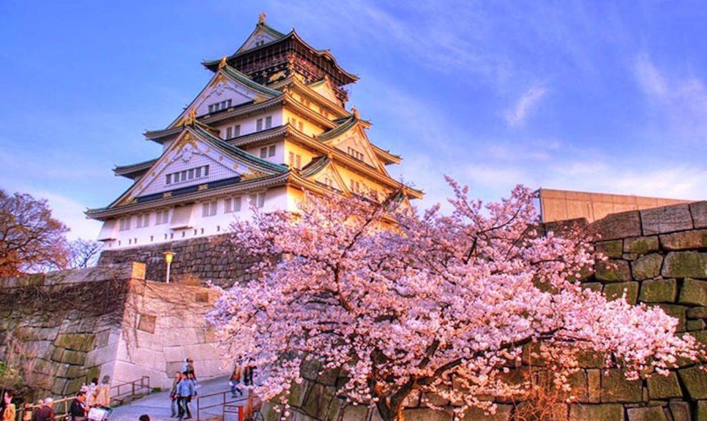 Kiến trúc đầy tinh xảo của lâu đài Osaka.