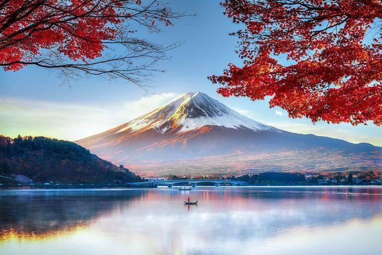 Vẻ đẹp hùng vĩ, lung linh của núi Phú Sĩ biểu tượng của đất nước Nhật Bản.